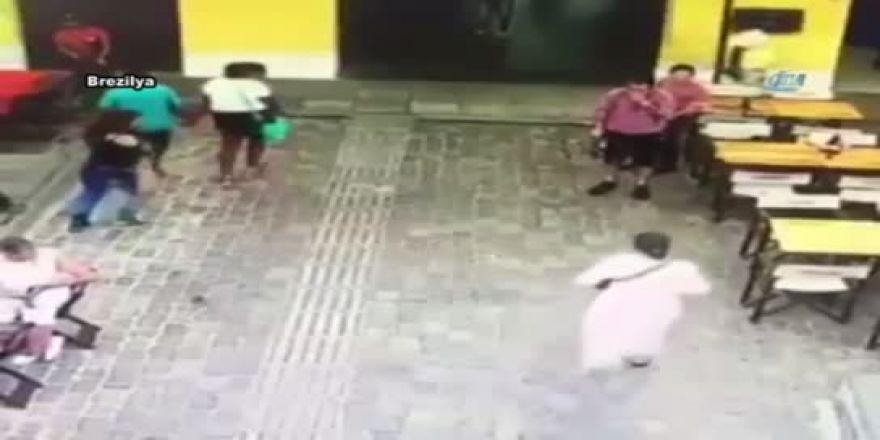Uçan fare kadının üstüne düştü