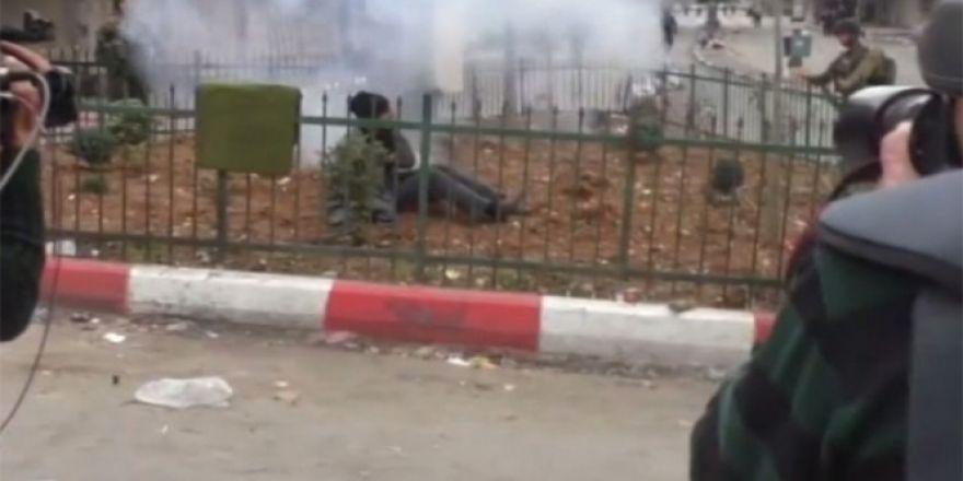 İsrail askerleri engelli gence ses bombası attı!