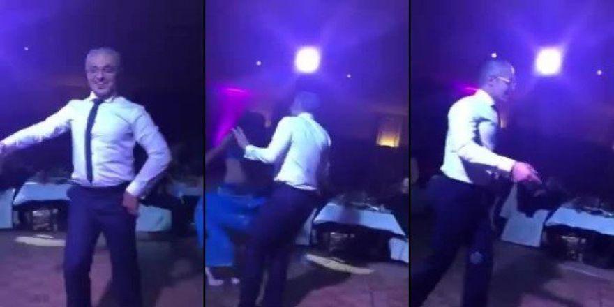 Dansözden güzel oynayan adam